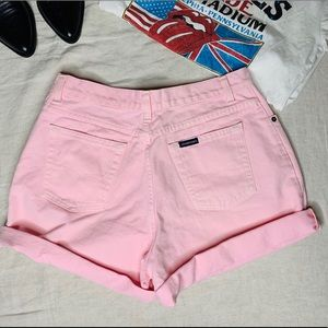 Vintage pink high waisted jeans shorts.